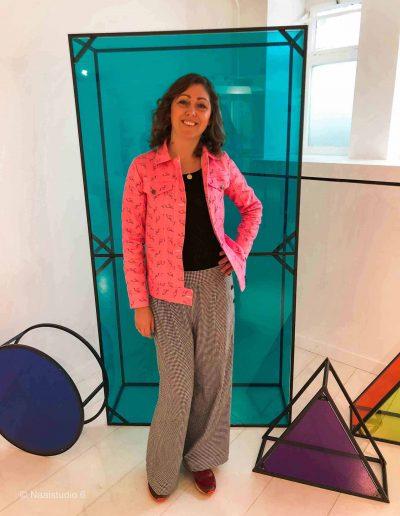 dame-in-roze-spijker-jas-zelf-gemaakt-nieuw-vennep