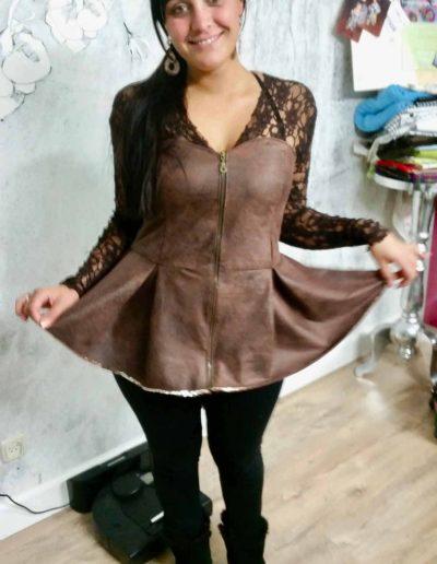 vrouw-in-napa-leer-corset-zelf-genaaid